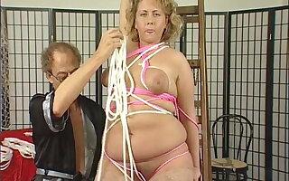 Blonde mega Milf und das erste mal mit BDSM Meister