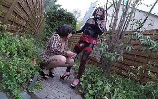 2 piss sluts kissing